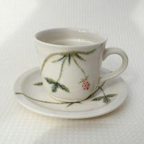 wild berry tea cup 7 -3 Artist: Hiromi Yamada cup Dia: 8.3cm, H: 7.5cm saucer Dia: 15cm Price: £30