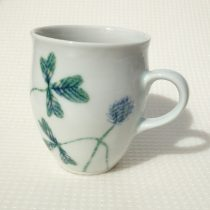 clover mug 7 - 4 Artist: Hiromi Yamada Dia: 8.5cm, Height: 10cm Price: £18