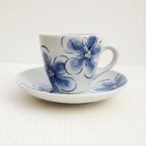 tea cup 24 - 3 Artist: Tazuko Hatayama Cup Dia: 8.5cm, H: 7.5cm Saucer Dia: 15.5cm Price: £25