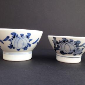 a pair of bowls 25 - 24 Big Dia: 12cm, H: 7cm Small Dia: 11cm, H: 6cm Price: £17