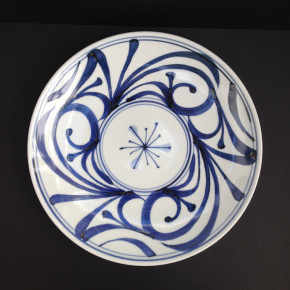 Karakusa plate 25 - 3 Artist: Baizan Studio Dia: 32cm Price: £48