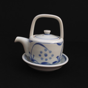 oil/sauce holder 25 - 60 Artist: Baizan Studio Dia: 7cm (10cm with mouth), H: 9.7cm Price: £13