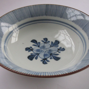 bowl 25 - 9 Artist: Baizan Studio Dia: 20cm, H: 7cm Price: £22